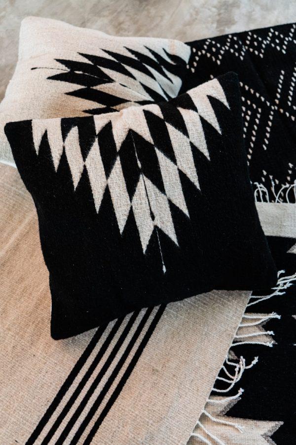 Relampago Handmade Cushion | Noir
