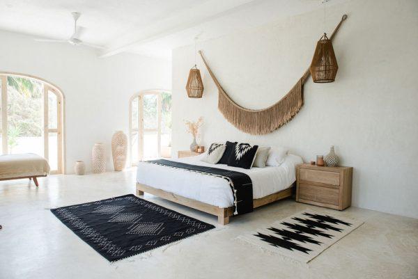 Relampago cushion | Noir + Natural