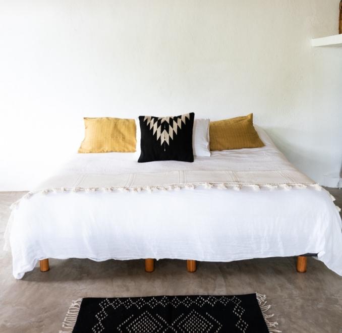 Lluvia Handwoven Mexican rug   Noir + Natural