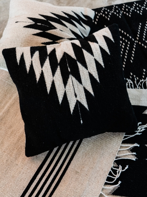 Relampago Handmade Decorative Cushion | Noir