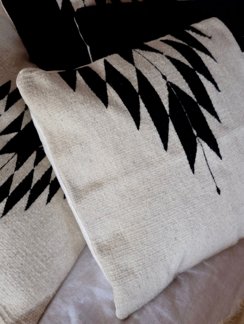 Relampago Cushion in White