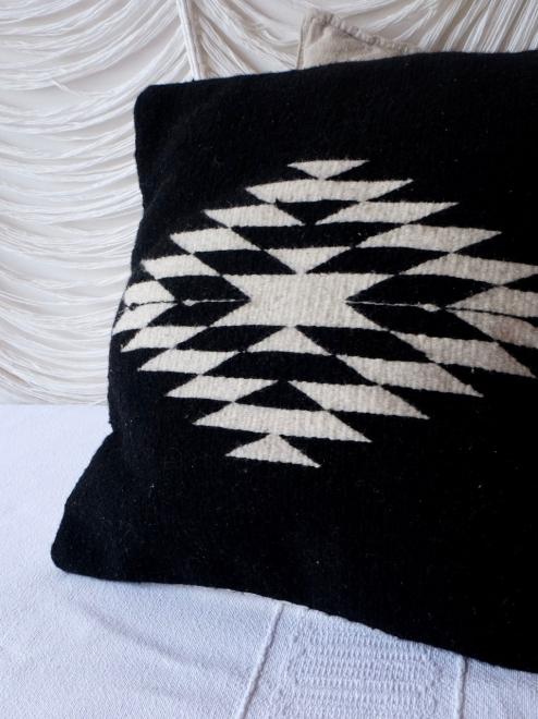 Zapotec Diamond cushion | Black