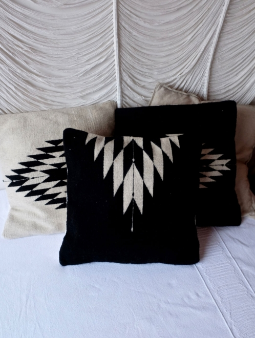 Relampago Cushion in Black
