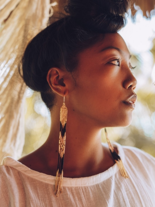 Lahmu earrings in metallic gold